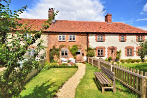 Dog friendly and dogs welcome holiday cottages in Norfolk